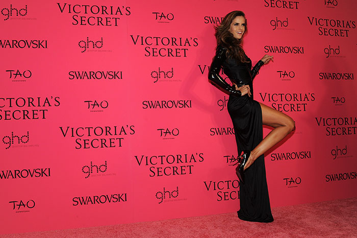 fashion-show-pink-carpet-2013-after-party-arrival-izabel-goulart-victorias-secret-hi-res