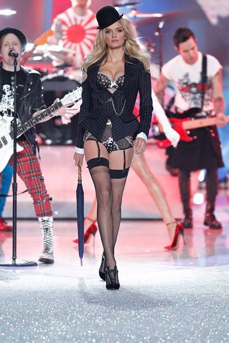 fashion-show-runway-2013-3-british-invasion-lily-d-victorias-secret-hi-res