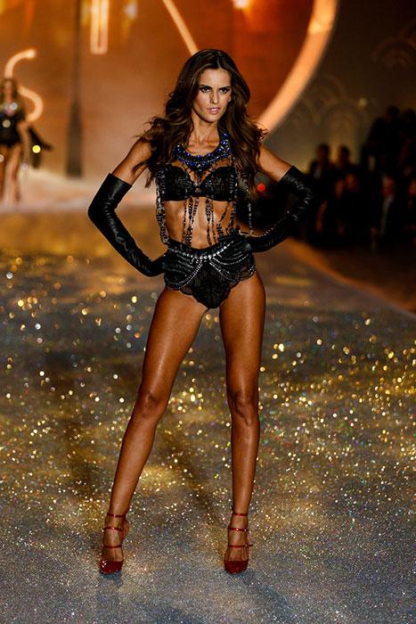 fashion-show-runway-2013-54-parisian-nights-izabel-victorias-secret-hi-res