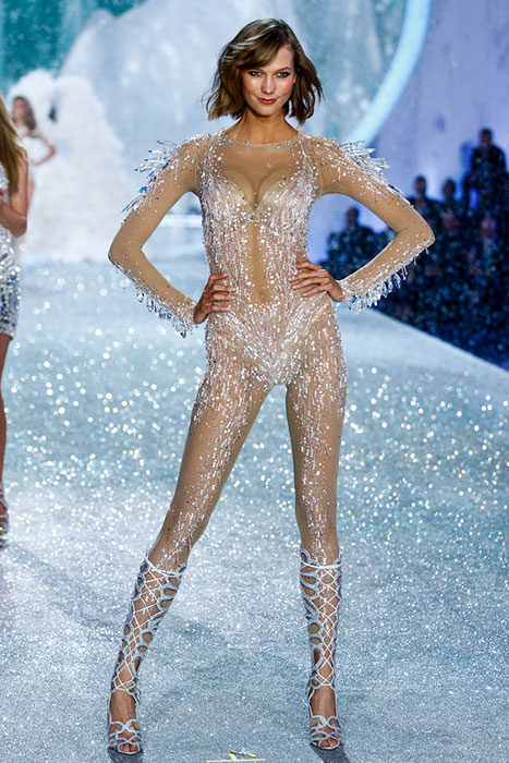 fashion-show-runway-2013-58-snow-angels-karlie-victorias-secret-hi-res