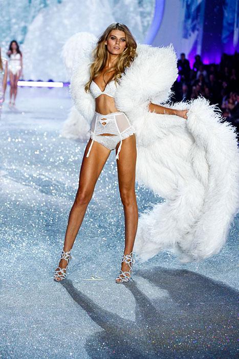fashion-show-runway-2013-65-snow-angels-maryna-victorias-secret-hi-res