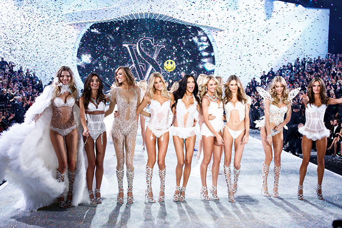 fashion-show-runway-2013-models-finale-victorias-secret-hi-res